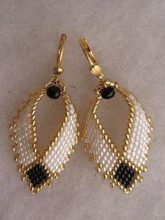 Beadwoven Russian Leaf Earrings - FREE SHIPPING - White/Black