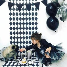 Black&white party with geometric pattern from Pixers styled by @audrey.lilarose https://www.instagram.com/p/BRyBmUGDW9d/?taken-by=audrey.lilarose