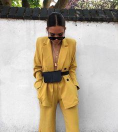 Street Style: New York Fashion Week Primavera Estate 2019 - Vogue. Fashion Mode, Look Fashion, Trendy Fashion, Autumn Fashion, Fashion Trends, Fashion Bloggers, Street Fashion, Retro Fashion, Suit Fashion