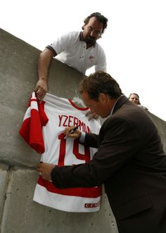 Steve Yzerman signs a jersey for John Roberts of Lincoln Park who waited over four hours. Red Wings captain Steve Yzerman announces his retirement at a press conference at Joe Louis Arena, July (The Detroit News/David Guralnick) Detroit Sports, Detroit News, Detroit Tigers, Joe Louis Arena, Steve Yzerman, Red Wings Hockey, Go Red, Detroit Pistons, Detroit Red Wings