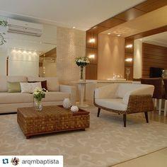 #Repost @arqmbaptista with @repostapp. ・・・ Sala estar + sala jantar com tantos detalhes lindos como espelhos, pastilha de mármore e painel madeira com arandelas que sobe no teto!! #boatarde #instaarch #instadecor #interiores #decor #details #detalhes #decoracao #decorating #decorbrazil #detalhesqueamamos #decoracaodeinteriores #architect #arquiteta #arquitetura #arqmbaptista #arquiteturadeinteriores #living #marianemarildabaptista