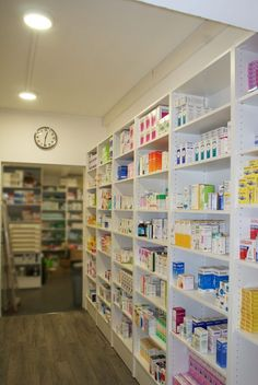 Pharmacie de la Mairie (62) photo 6 Pharmacy Store, Cosmetic Shop, Retail Store Design, Display Shelves, Counter, I Shop, New Homes, Minimalist, Layout