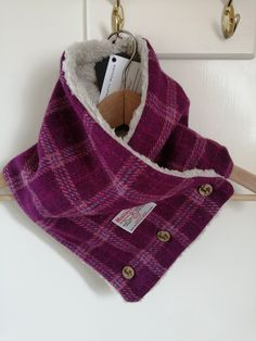Hand made Harris Tweed neck warmer, lined with beautiful snug fleece, with a button closure. Wont blow off in even the strongest Hebridean winds!!!