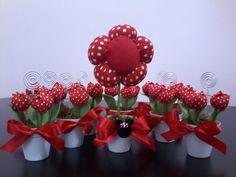 Vaso de flor para centro de mesa. Opção na decoração de mesas de festas em qualquer ocasião. Várias opções de cores. A flor pode ser alterada para tulipas ou rosas. Foto meramente ilustrativa. Valor refere-se apenas o vaso com flor grande. Opção de vasinhos com tulipas para lembrancinha, ver no produto - Vaso lembrancinhas mini tulipas.  Pedidos acima de 30 unidades possuem desconto, conforme abaixo:  31 a 50 unidades - valor 8,00 - prazo de producao 15 dias uteis  acima de 51 unidades - ...