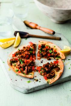 Dit heerlijke recept voor lahmacun (Turkse pizza)is afkomstig uit Het Mighty Spice Express kookboek vanJohn Gregory-Smith. Zo makkelijk om zelf te maken, ...