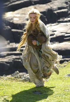 Sophia Myles in Tristan and Isolde Story Inspiration, Writing Inspiration, Character Inspiration, Story Ideas, Fantasy Characters, Female Characters, Fictional Characters, Tristan And Isolde Movie, Sophia Myles