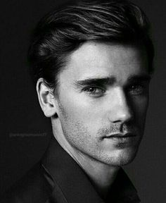 Griezzman - what a handsome face Antoine Griezmann, Soccer Guys, Football Players, Champion Du Monde Foot, Sports Celebrities, Perfect Boy, Best Player, Football Soccer, Messi