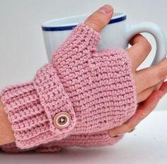 fingerless gloves pattern from Ravelry via Compulsive Craftiness Crochet Hand Warmers, Crochet Mittens, Crochet Gloves, Knit Or Crochet, Crochet Scarves, Crochet Crafts, Crochet Stitches, Crochet Projects, Crochet Pattern