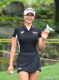 Girl Golf Outfit, Cute Golf Outfit, Mens Golf Fashion, Tennis Fashion, Girls Golf, Ladies Golf, Lpga Golf, Golf Pictures, Sexy Golf