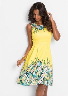 Piękna letnia sukienka zdobiona kwiatowym nadrukiem. Dł. w rozm. 36/38 ok. 98 cm.