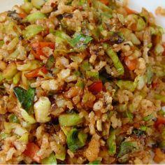 20 Recetas de arroz con verduras fáciles y saludables | Tasty details Guatemalan Recipes, Coles, Deli Food, Tasty, Yummy Food, Rice Dishes, Empanadas, Cilantro, Risotto