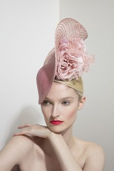 Blush Scroll from Philip Treacy London Derby Outfits, Funky Outfits, Philip Treacy Hats, Kentucky Derby Outfit, Wooly Hats, Girlie Style, Crazy Hats, Royal Clothing, Millinery Hats