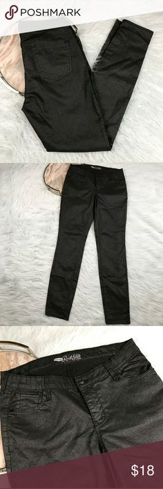 """Old Navy The Rock Star Skinny Jeans OLD NAVY charcoal black glitter """"Rock Star"""" jeans. Womens size 14. Gently used, without flaws. See pictures for details.  Waist laying flat - 16.5"""" Rise - 9.5"""" Inseam - 33""""  Inventory 04122017 Old Navy Jeans Skinny"""