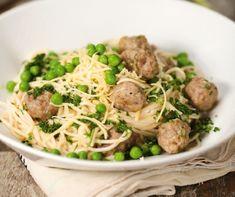 Spagetti húsgolyóval, tejszínes mártásban receptje   Mindmegette.hu Spagetti Recipe, Gourmet Recipes, Healthy Recipes, Tortilla Chips, Food Print, Asparagus, Spaghetti, Lunch, Meals