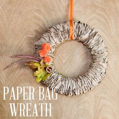 DIY Fall wreath made out of paper bags. I am making this one!!! May even make one out of an old book or newspaper for later ;) Easy Fall Wreaths, Diy Fall Wreath, Fall Diy, How To Make Wreaths, Wreath Ideas, Burlap Wreath, Diy Paper Bag, Paper Bag Crafts, Paper Bags