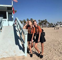 m mentions J'aime, commentaires - Lisa and Lena Bff Goals, Best Friend Goals, Best Friends, Squad Goals, Besties, Dream It Do It, Lisa Or Lena, Mein Style, Cute Poses