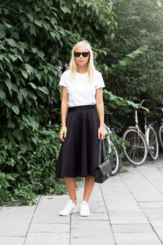 Midi Skirt with basic tee and sneakers. Casual. Chic.
