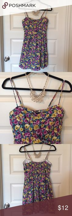 Floral print summer dress Cute summer dress! Adjustable straps. Zipper and hook on side. Love Tease Dresses