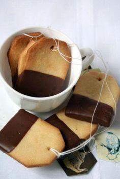 Biscotti a forma di bustine di tè