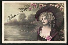 old postcard: AK Portrait Blonde Frau mit großem Stoffhut an einem Seeufer