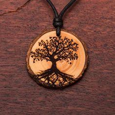Baum des Lebens - Ketten Holzschmuck aus Naturholz / Anhänger Element Symbols, Wood Burning Patterns, Diy Schmuck, Wood Earrings, Quesadillas, Pyrography, Tree Of Life, Creative Crafts, Yule