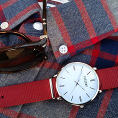 Parsonii watches are so versatile. All the faces and band colors are interchangeable.