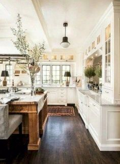 Elegant White Kitchen Design Ideas for Modern Home White kitchen is never a wrong idea. The elegance of white kitchens can always provide . Elegant White Kitchen Design Ideas for Modern Home French Country Kitchens, Modern Farmhouse Kitchens, French Country Decorating, Kitchen Modern, Farmhouse Design, White Kitchens, Rustic Farmhouse, Farmhouse Interior, Farmhouse Sinks
