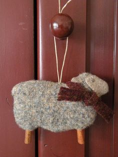 DIY felt sheep, that scarf needs a tiny jingle bell.and the legs can be made from cinnamon sticks Sheep Crafts, Felt Crafts, Fabric Crafts, Sewing Crafts, Felt Christmas Decorations, Felt Christmas Ornaments, Christmas Crafts, Cowboy Christmas, Primitive Christmas