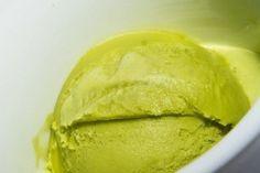 Avocado Mango Eis | Dieses gesunde und vor allem sehr köstliche Eis liefert dir reichlich Vitalstoffe ohne zusätzlichen Zucker.