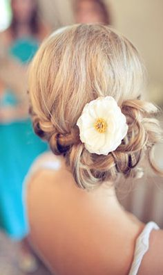 Pretty dress up hair. Summer weddings? Yes!