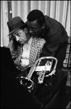 USA. New York. 1958. Miles DAVIS with pianist Red GARLAND.