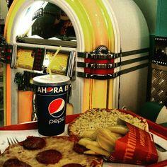 Pizzas con estilo años 50!!Hits-Pto Mazarron
