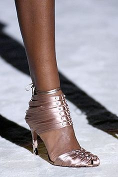Gucci Spring 2004 Ready-to-Wear Collection by Tom Ford Spring Sandals, Spring Shoes, Tom Ford Gucci, Half Shoes, Runway Shoes, Gucci Spring, Expensive Shoes, Gucci Shoes, Tom Shoes