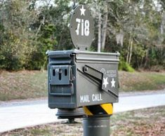 Mailbox Cool Mailboxes, Mailbox Decals, Mailbox Designs, Unusual Homes, Custom Boxes, Love Design, Mail Boxes, Fun Crafts, Man Cave