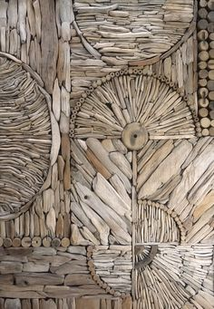 Love this picture of a nice driftwood mosaic/pattern by Kathy Killip, interesting idea for a wall decoration! More information: Kathy Killip website !… Love this picture of a nice driftwood mosaic/pattern by Kathy Driftwood Beach, Driftwood Art, Driftwood Furniture, Driftwood Headboard, Driftwood Flooring, Beach Wood, Driftwood Projects, Driftwood Ideas, Pattern And Decoration