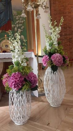 Spring Flower Arrangements, Flower Arrangement Designs, Table Arrangements, Floral Centerpieces, Spring Flowers, Floral Arrangements, Church Wedding Decorations, Altar Decorations, Flower Decorations