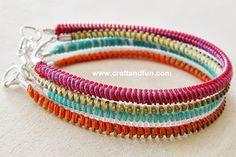 Berrilla: DIY / Rhinestone bracelet (bracelet-made stone) Easy! Zipper Bracelet, Zipper Jewelry, Fabric Jewelry, Diy Bracelet, Bracelet Tutorial, Jewelry Crafts, Jewelry Bracelets, Handmade Jewelry, Recycled Bracelets