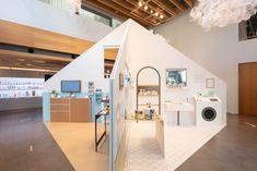 lhc_004_fuminari_yoshitsugu Showroom Interior Design, Furniture Showroom, Clothing Store Interior, Retail Store Design, Retail Space, Shop Interiors, Design Museum, Booth Design, Commercial Interiors