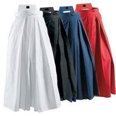Différentes couleur de pantalon de maître d'aïkido