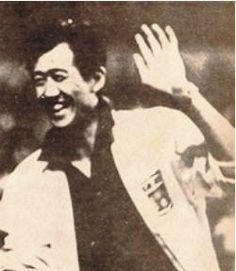 Akira Kato (1933-1982), the Japanese coach who raised the bar for Peruvian volleyball. Akira Kato, padre del voleibol peruano. Gracias a él el Perú alcanzó altos niveles de competitividad hasta el punto de ganarle a la poderosa Brasil.