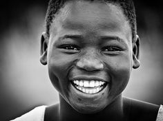 Eye Wrinkle, Cool Photos, Amazing Photos, African Beauty, Real Beauty, Dimples, Freckles, Mascara, Laughter