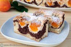 PRAJITURA CU IAURT SI CAISE | Diva in bucatarie Apricot Cake, Romanian Desserts, Pie Cake, Homemade Cakes, Tart, Sweet Treats, Cheesecake, Muffin, Cooking Recipes