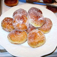 Make Your Pączki at Home With This Traditional Polish Recipe - Polish Paczki Recipe – Polish Doughnuts Recipe – Traditional Paczki Recipe La mejor imagen sobre - Polish Paczki Recipe, Polish Recipes, Just Desserts, Delicious Desserts, Dessert Recipes, Yummy Food, Dinner Recipes, Dinner Ideas, Healthy Food