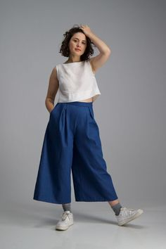 Buy the Heron culottes sewing pattern from Afternoon Patterns, they are a high-waisted wide leg pair of trousers with a classic silhouette. Dress Making Patterns, Skirt Patterns Sewing, Skirt Sewing, Sewing Blogs, Sewing Hacks, Sewing Projects, Pants Pattern, Pattern Fabric, Wide Leg Trousers