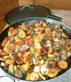 """C'est LE plat de référence au Cameroun ! DG pour """"Directeur Général"""" car c'est un plat qui est souvent cuisiné pour recevoir les personnalités. Un véritable délice qui fait toujours l'unanimité."""