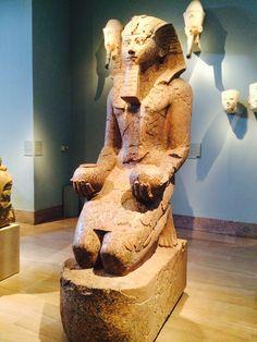 Otra estatua egipcia.