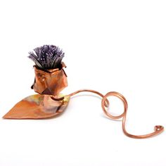 Scottish Thistle Place Card Holder (WTA-F07)  One of our best selling place card holders - handmade in Edinburgh  This name holder / favour is beautifully made from a mixture of copper and steel, the thistle a symbol of Scotland is very popular at Scottish Weddings.