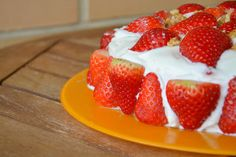 Bolo de Morangos e Chantilly (Strawberry Whipped Cream Cake)