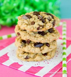 Nothing beats a delicious and chewy chocolate chip cookie. My favorite chocolate chip cookies always include oatmeal. Oatmeal and chocolate is such a fantastic flavor combination, and these chewy oatmeal...