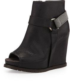 €1,043, Bottines compensées en cuir découpées noires Brunello Cucinelli. De Neiman Marcus. Cliquez ici pour plus d'informations: https://lookastic.com/women/shop_items/96887/redirect